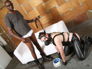 Hole Hunter and Slut Bottom Chris Interracial Gangbang Gallery