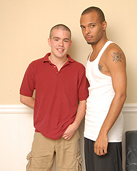 Gay Interracial Sex : Bradley Wood!